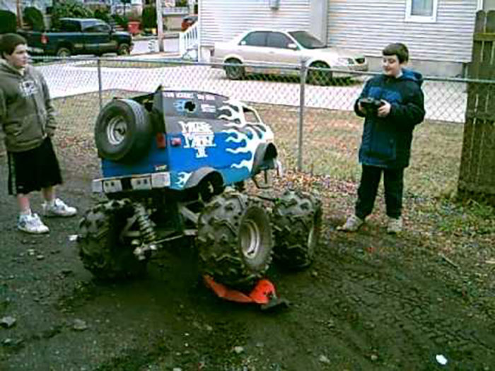 what is the biggest scale rc car with 20 Strange Rc Vehicles That Will Make You Say Huh on Everybodys Scalin For The Weekend Bigfoot 4x4 Monster Truck Spooktacular in addition 563052 Tested Axial Yeti Score Rc Truck in addition Trigger King Rc Mud And Monster Truck Series 24 likewise 42788 besides You Could Probably Ride To Work On This Badass 13 Scale Rc Truck.